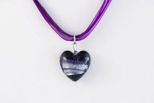Pendentif Coeur Noir Ruban Violet