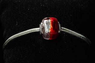 Perle Carrée Rouge Et Argent