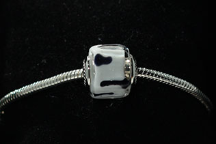 Perle Carrée Blanc Et Noir