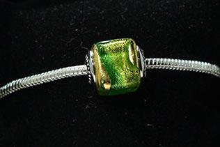Perle Carrée Nuance De Vert Irisé