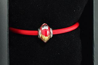 Perle Losange Rouge Et Or