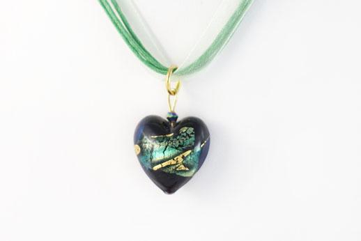 Pendentif Coeur Noir Ruban Vert