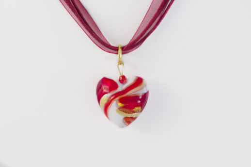 Pendentif Coeur Blanc Ruban Rouge