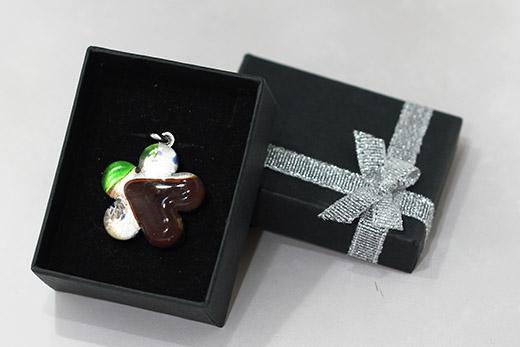 Pendentif Fleur Chocolat Et Vert Perroquet