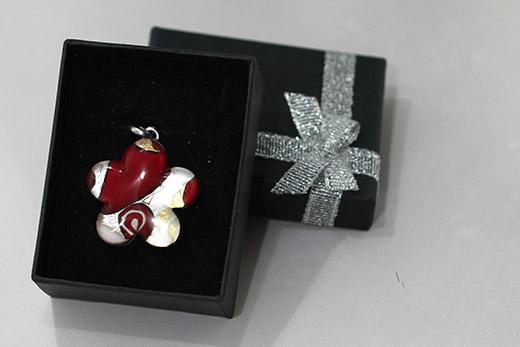 Pendentif Fleur Rouge Et Blanc