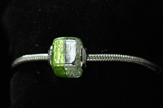 Perle Carrée Vert Et Argent